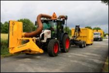 Tracteur-aspirateur du Conseil Général